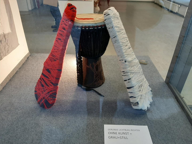 Installation-Ohne Kunst= Grau+Still
